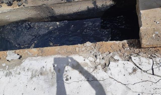 Vụ nước thải lênh láng trên quốc lộ: Khơi thông dòng chảy, xử lý ô nhiễm  - 2
