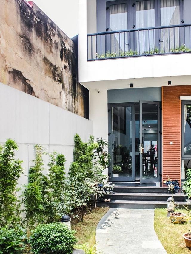 Gia đình ở Hà Nội trồng cả vườn cây xanh đẹp hiếm có trong căn nhà phố - 3