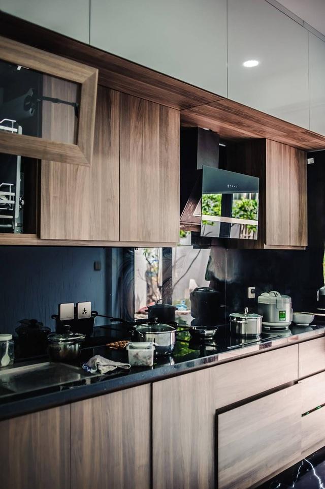 Gia đình ở Hà Nội trồng cả vườn cây xanh đẹp hiếm có trong căn nhà phố - 11