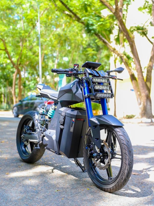 """Sinh viên ĐH Trà Vinh tự chế xe điện mang """"hơi thở"""" BMW - 2"""