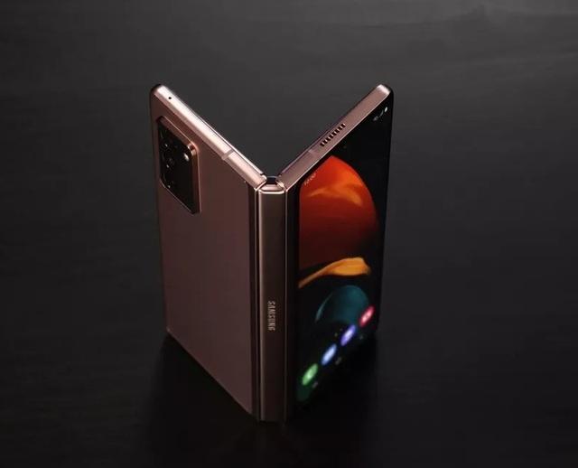 Smartphone màn hình gập Galaxy Z Fold2 được sản xuất tại Việt Nam - 1