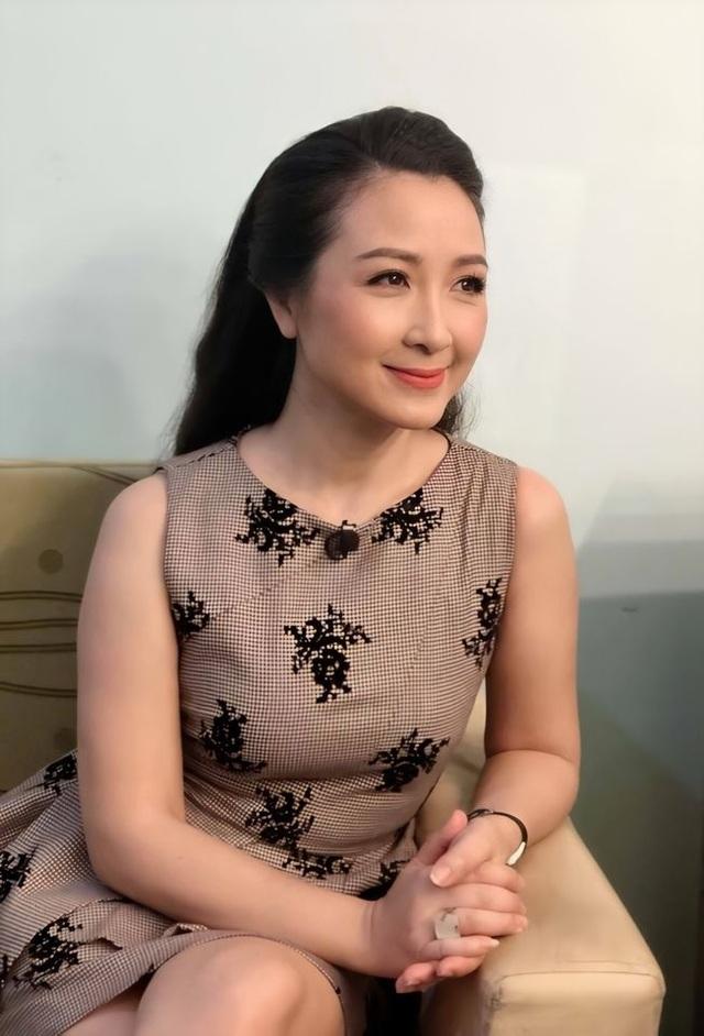 """Diễn viên Khánh Huyền: """"Dao kéo thì đã sao, đừng bảo thủ tự nhiên mới đẹp"""" - 5"""