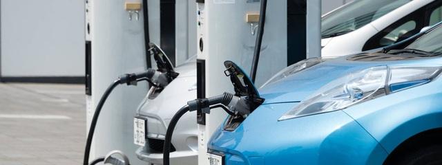 Đây là lý do các hãng ô tô ngại làm xe chạy điện - 1