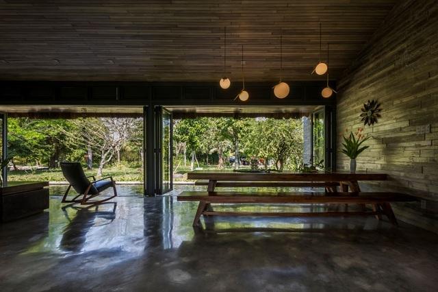 Chán biệt thự nhà phố, nhà giàu Việt về quê làm nhà mái rạ giản dị mà đẹp - 4