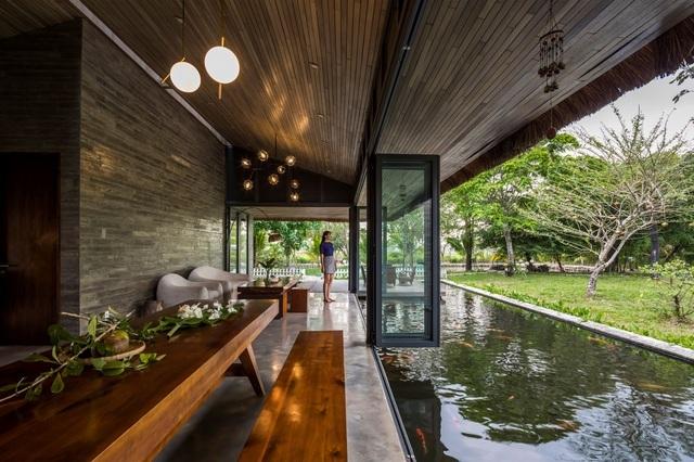 Chán biệt thự nhà phố, nhà giàu Việt về quê làm nhà mái rạ giản dị mà đẹp - 5