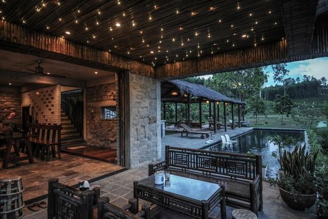 Chán biệt thự nhà phố, nhà giàu Việt về quê làm nhà mái rạ giản dị mà đẹp - 13