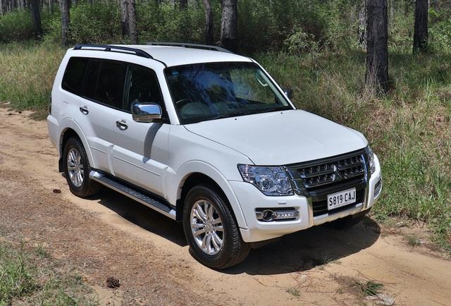 Mitsubishi tiếp tục triệu hồi hơn 200 xe Pajero để sửa lỗi tay đòn - 1