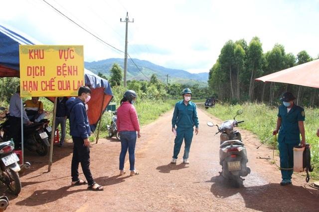 Cách ly hơn 300 hộ dân tại TP Buôn Ma Thuột phòng bạch hầu - 7