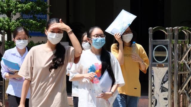 """Thí sinh Đà Nẵng nhận định đề thi tốt nghiệp Khoa học xã hội """"dễ thở"""" - 1"""