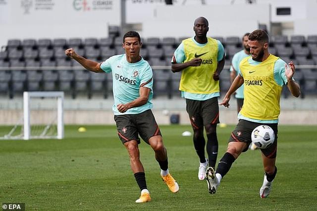 Đội tuyển Bồ Đào Nha nhận tin không vui từ C.Ronaldo - 1
