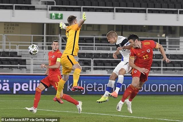 Gareth Bale gây thất vọng trong màu áo đội tuyển Xứ Wales - 8