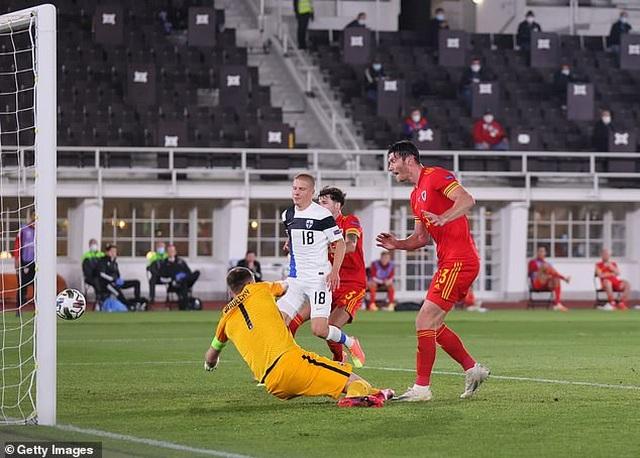 Gareth Bale gây thất vọng trong màu áo đội tuyển Xứ Wales - 7