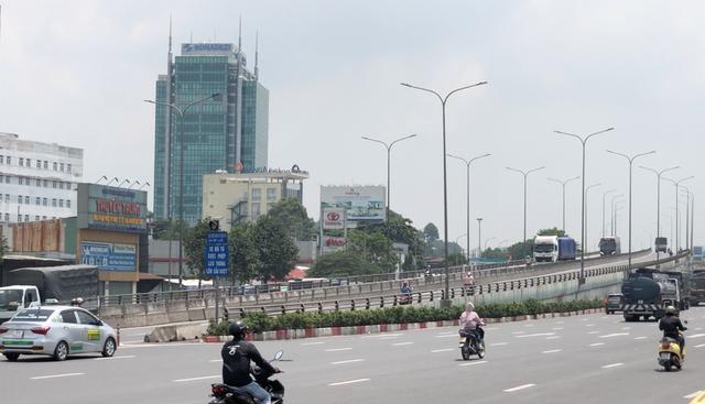 Cấm xe máy lên cầu vượt ngã tư Vũng Tàu sau khi dừng trạm thu phí - 1