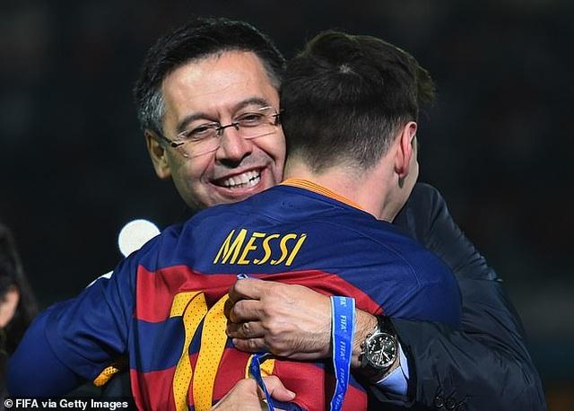 Barcelona dính cáo buộc tham nhũng giữa tâm bão Messi đòi rời Nou Camp - 1