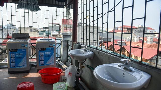 Cuộc sống khó tin bên trong những phòng trọ hộp diêm chỉ 3m2 ở Hà Nội - 15