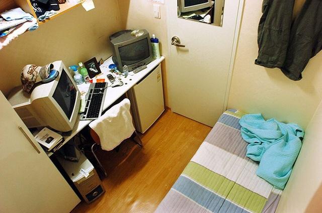 Cuộc sống khó tin bên trong những phòng trọ hộp diêm chỉ 3m2 ở Hà Nội - 18