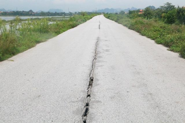 """Đê nứt toác hàng kilomet khiến dân lo sợ, chính quyền """"bình chân như vại""""? - 2"""
