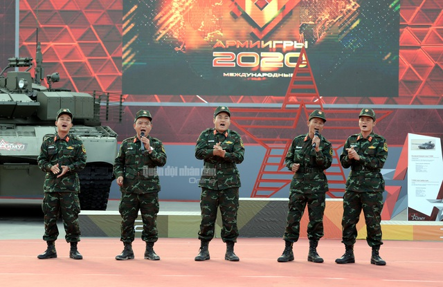 Đội tuyển Xe tăng Việt Nam nhận Huy chương vàng và Cúp vô địch tại Army Games - 2