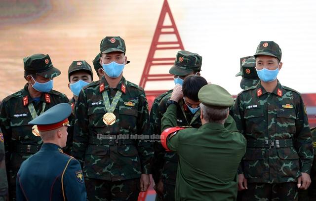 Đội tuyển Xe tăng Việt Nam nhận Huy chương vàng và Cúp vô địch tại Army Games - 3