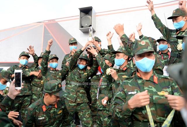 Đội tuyển Xe tăng Việt Nam nhận Huy chương vàng và Cúp vô địch tại Army Games - 5