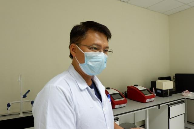 Vì sao BN1045 phải xét nghiệm 14 lần mới kết luận dương tính SARS-CoV-2? - 1