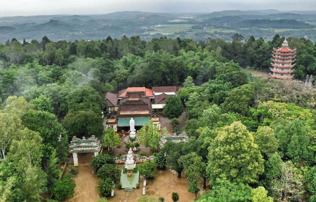 Ngôi chùa 300 năm tuổi trên đỉnh Thiên Ấn - 1