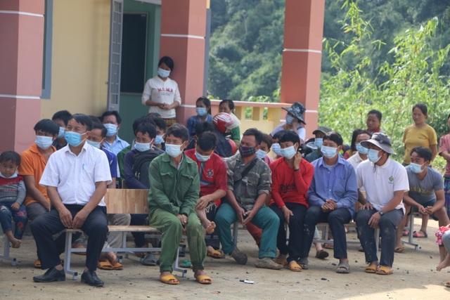 Xúc động cảnh học sinh ngồi đất, dự lễ khai giảng sớm tại Đắk Nông - 10