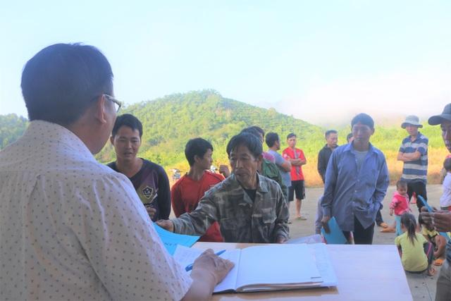 Xúc động cảnh học sinh ngồi đất, dự lễ khai giảng sớm tại Đắk Nông - 4