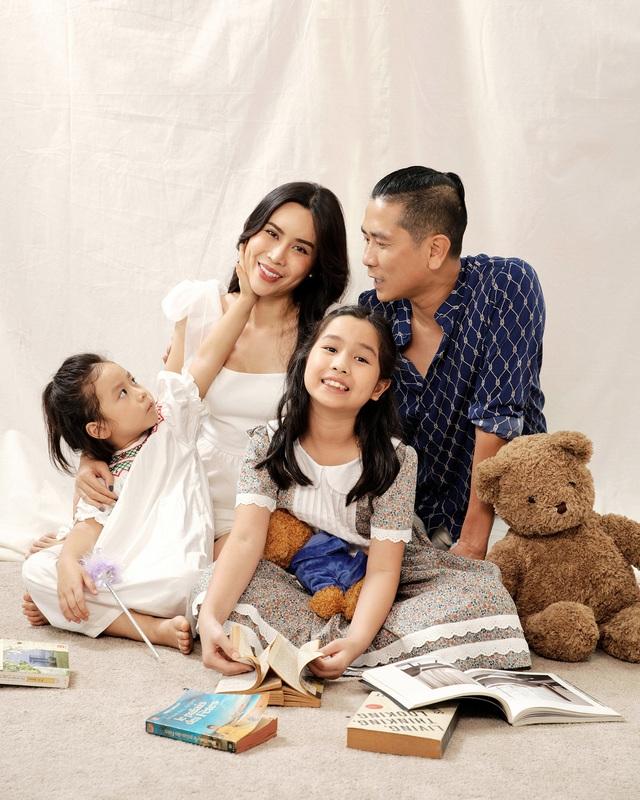 Hồ Hoài Anh buộc tóc lạ, tung ảnh chụp cùng mẹ con Lưu Hương Giang - 1