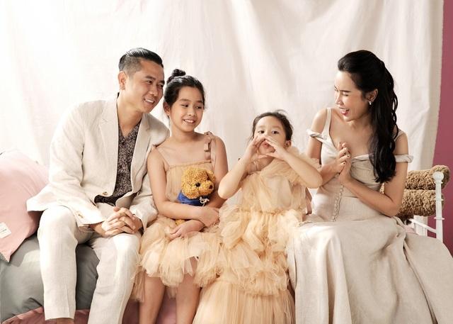 Hồ Hoài Anh buộc tóc lạ, tung ảnh chụp cùng mẹ con Lưu Hương Giang - 2