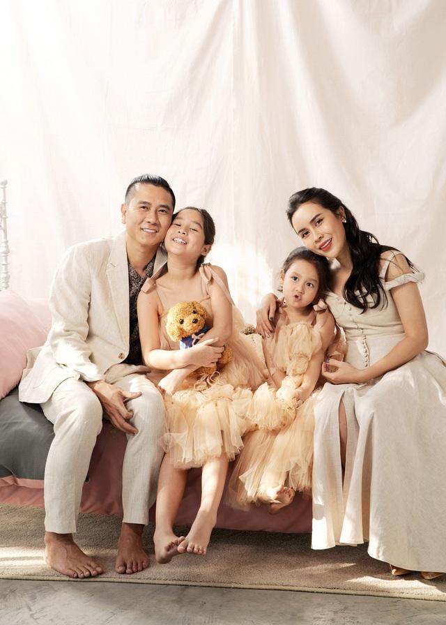 Hồ Hoài Anh buộc tóc lạ, tung ảnh chụp cùng mẹ con Lưu Hương Giang - 4