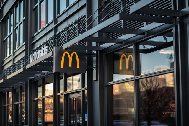 McDonalds bị kiện vì phân biệt chủng tộc, bồi thường 1 tỷ USD - 1