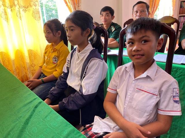 Niềm vui trước thềm năm học mới của những đứa con nuôi đồn biên phòng - 1