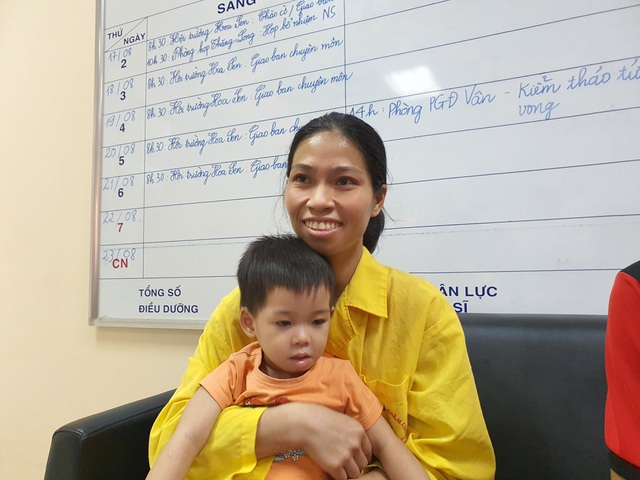 Bạn đọc tiếp tục giúp đỡ mẹ đơn thân tật nguyền chăm con viêm não - 2