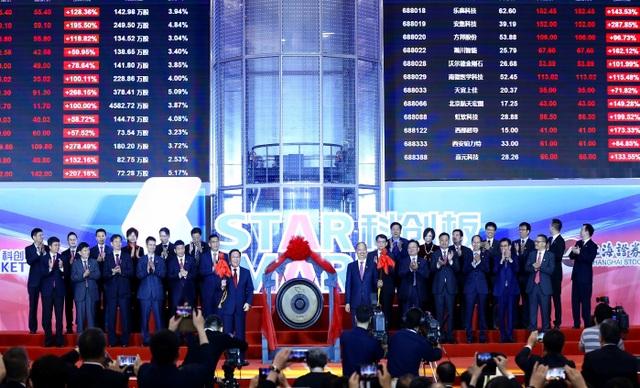 Tỷ phú Trung Quốc giúp 68 người thành triệu phú đô la nhờ… nước khoáng - 2