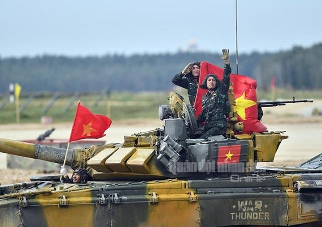Đội tuyển Xe tăng Việt Nam nhận Huy chương vàng và Cúp vô địch tại Army Games - 1