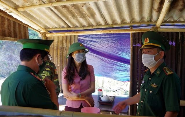 Thăm, tặng quà chiến sĩ biên phòng chốt chặn biên giới Việt - Lào - 1