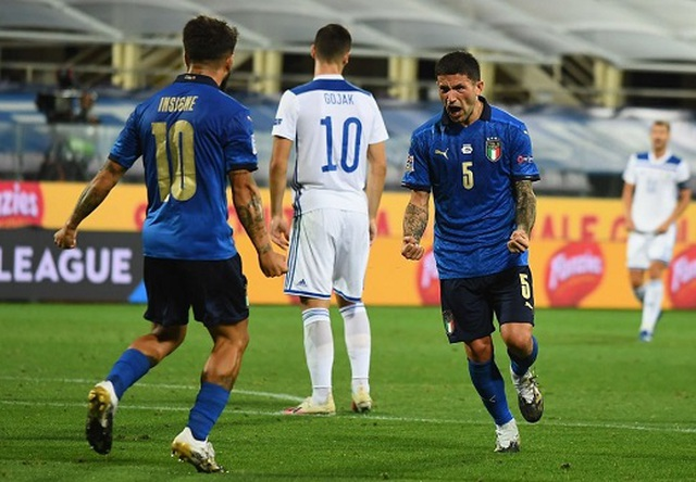 Hà Lan thắng nghẹt thở, Italia đứt mạch toàn thắng - 1