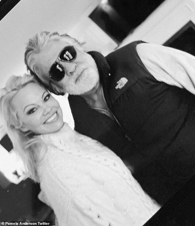 Pamela Anderson bị đồn hẹn hò với vệ sĩ kém tuổi - 4