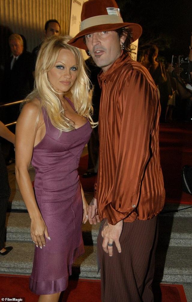 Pamela Anderson bị đồn hẹn hò với vệ sĩ kém tuổi - 6