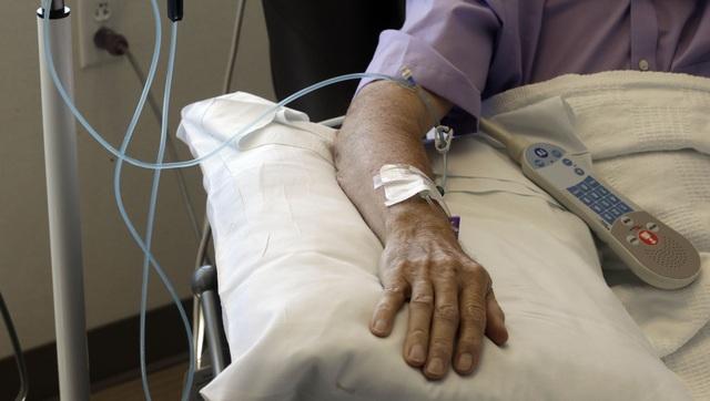 Không có khối u để cắt bỏ, bác sĩ điều trị ung thư máu như thế nào? - 2