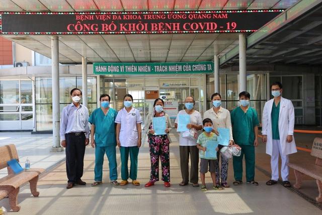 Quảng Nam: Cụ ông 90 tuổi mắc Covid-19 xuất viện - 1