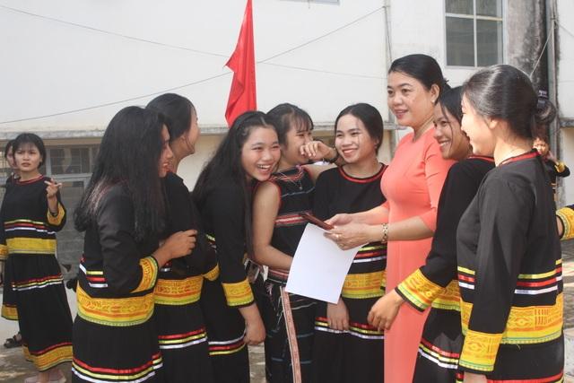 Học sinh dân tộc thiểu số đánh cồng chiêng, nhảy xoang mừng khai giảng - 3
