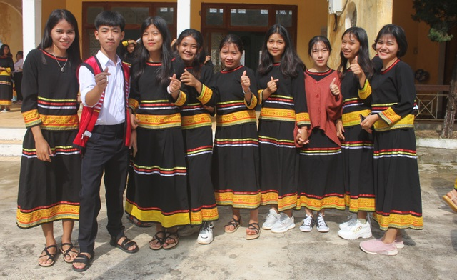 Học sinh dân tộc thiểu số đánh cồng chiêng, nhảy xoang mừng khai giảng - 4