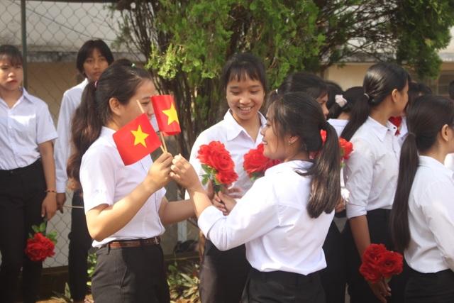 Học sinh dân tộc thiểu số đánh cồng chiêng, nhảy xoang mừng khai giảng - 5