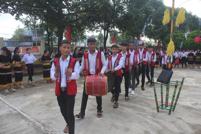 Học sinh dân tộc thiểu số đánh cồng chiêng, nhảy xoang mừng khai giảng - 6