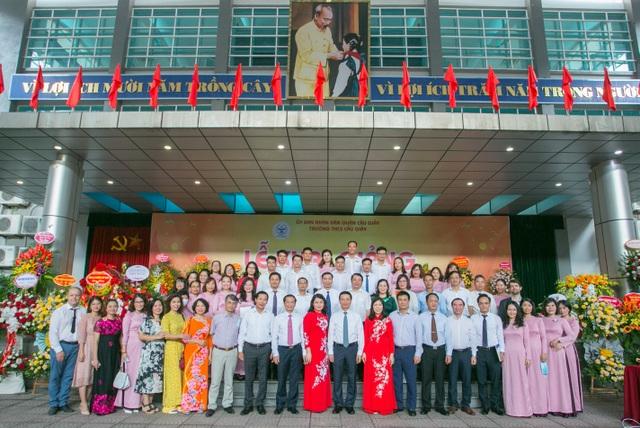 Lễ khai giảng đáng nhớ của ngôi trường có 80% học sinh đỗ chuyên cấp 3 - 10