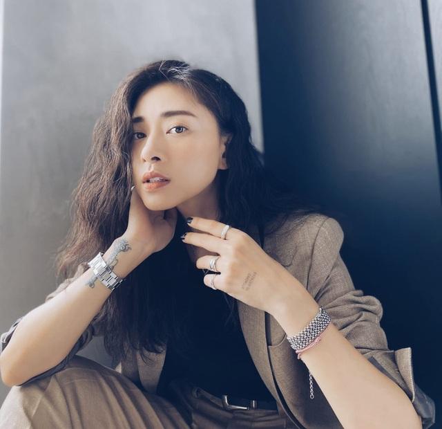 """Ngô Thanh Vân gây chú ý khi liên tục """"thả thính"""" trên mạng xã hội - 2"""