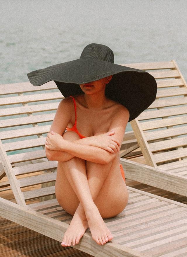 Bà mẹ hai con Phạm Quỳnh Anh khoe dáng quyến rũ với bikini - 6