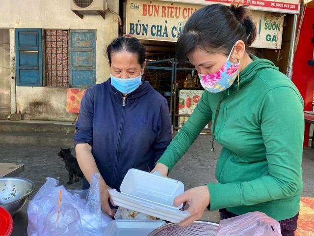 Đà Nẵng: Hàng quán đồng loạt mở cửa trong ngày đầu nới lỏng cách ly - 2